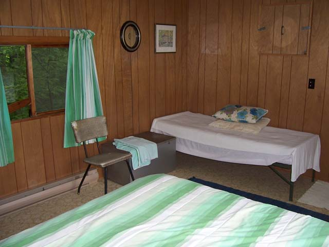 Other side of bunkie bedroom.
