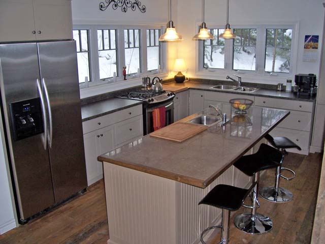 Modern kitchen will all conveniences.