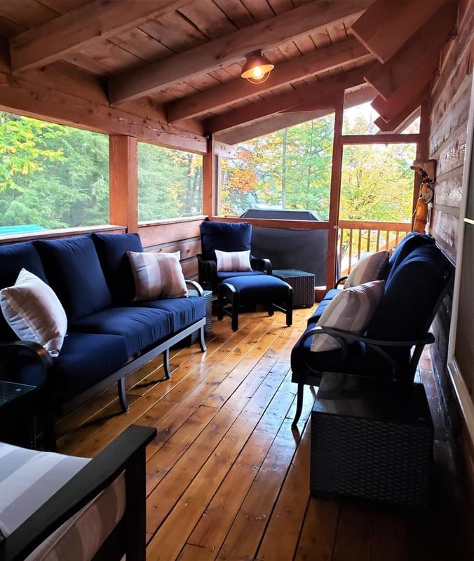 Very comfortable screened porch